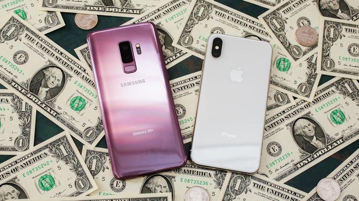 Celulares sobre dólares