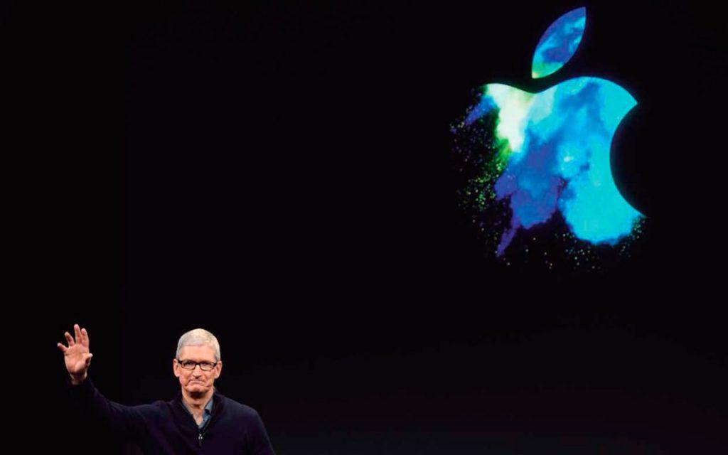 Logo de apple con TIm Cook en la presentación de sus productos con nueva innovación
