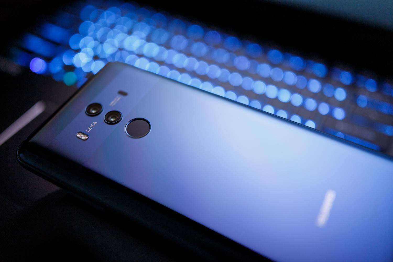 Parte trasera de un Huawei Pmate color azul