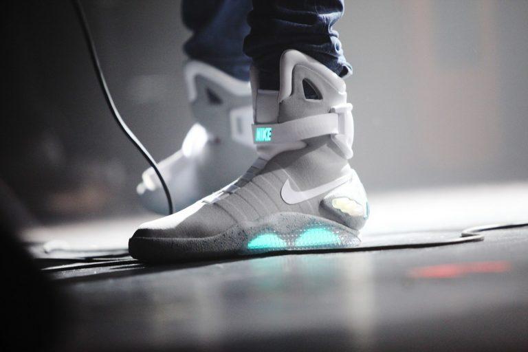 Nuevas zapatillas de deporte futuristas