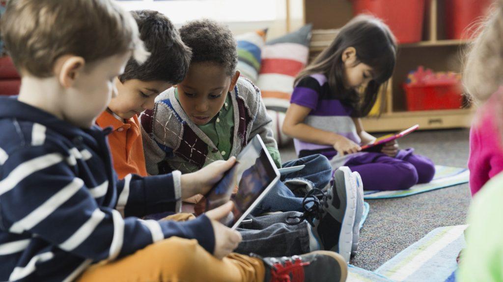 Tabletas herramienta para el desarrollo de niños