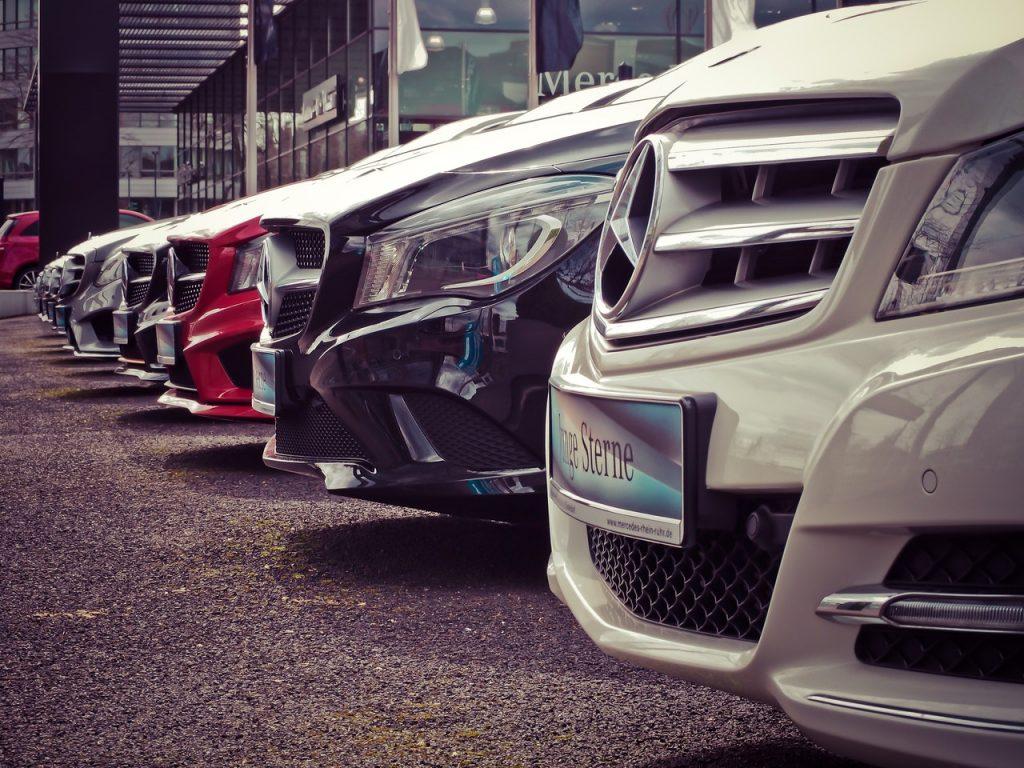 automóviles estacionados