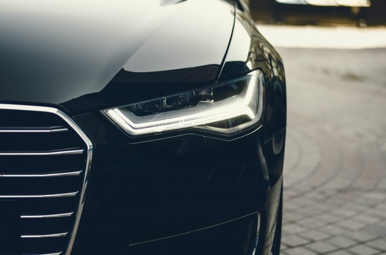 Automóvil color negro nuevo